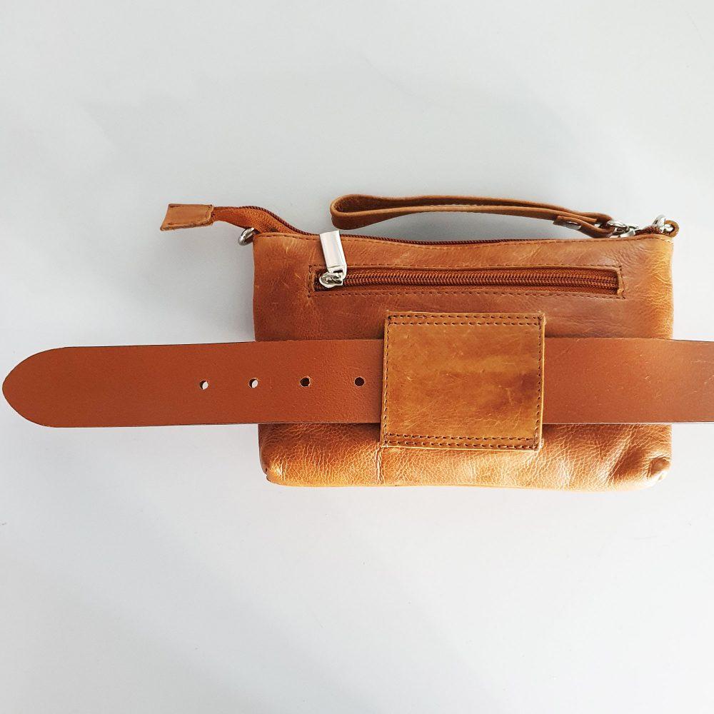 riemtas-bovenkant-maatindicatie-cognac-leer-tasje-met-riem-achterkant